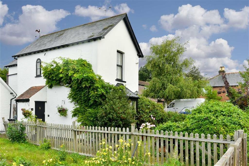 2 Bedrooms Detached House for sale in Albert Road, Epsom, Surrey