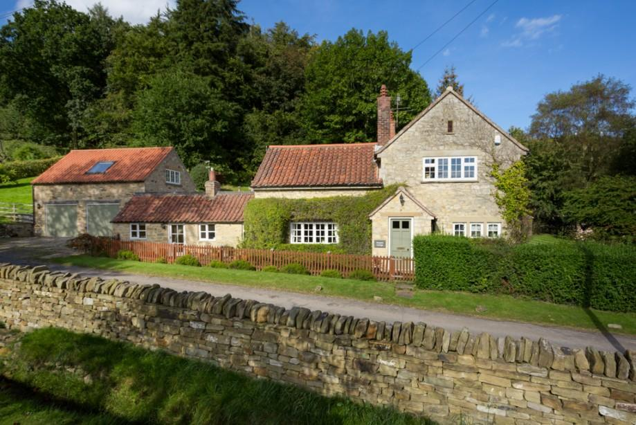 5 Bedrooms Detached House for sale in Keepers Cottage, Wass, North Yorkshire, YO61 4BH