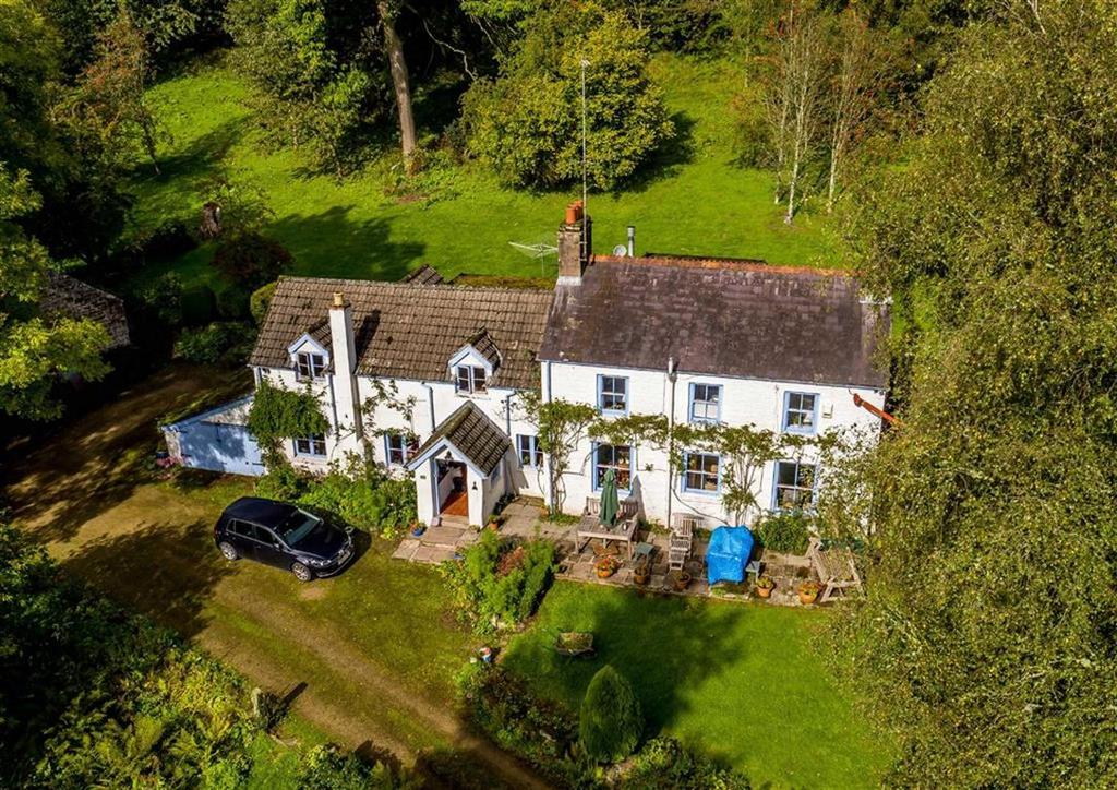4 Bedrooms Detached House for sale in Whitebrook Monmouth, Monmouthshire