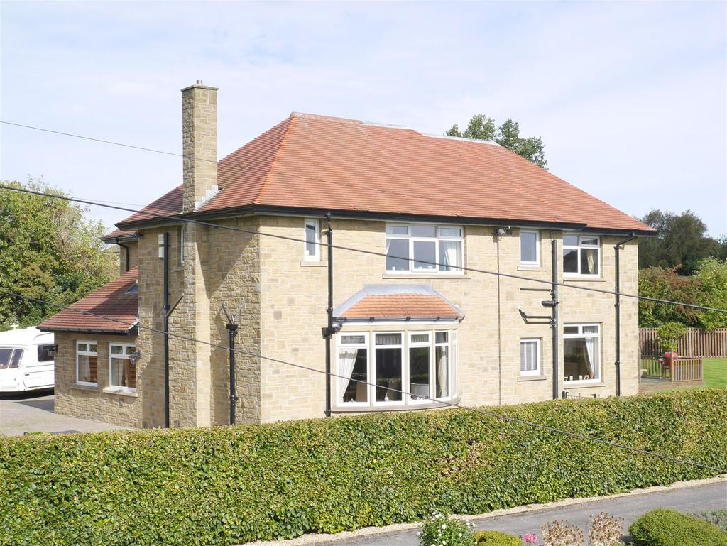 4 Bedrooms Detached House for sale in Sherburn Grove, Birkenshaw, BD11 2JH