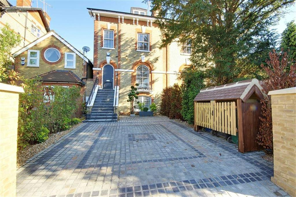 5 Bedrooms House for sale in Station Road, New Barnet, Herfordshire