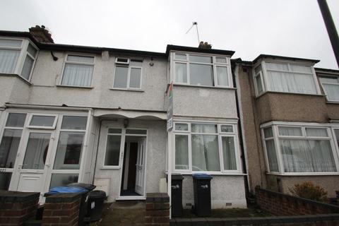 2 bedroom flat - Southbury Road, Enfield, EN1