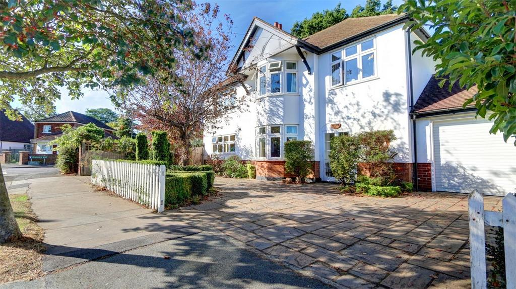 5 Bedrooms Detached House for sale in Highfield Road, Bickley, Kent