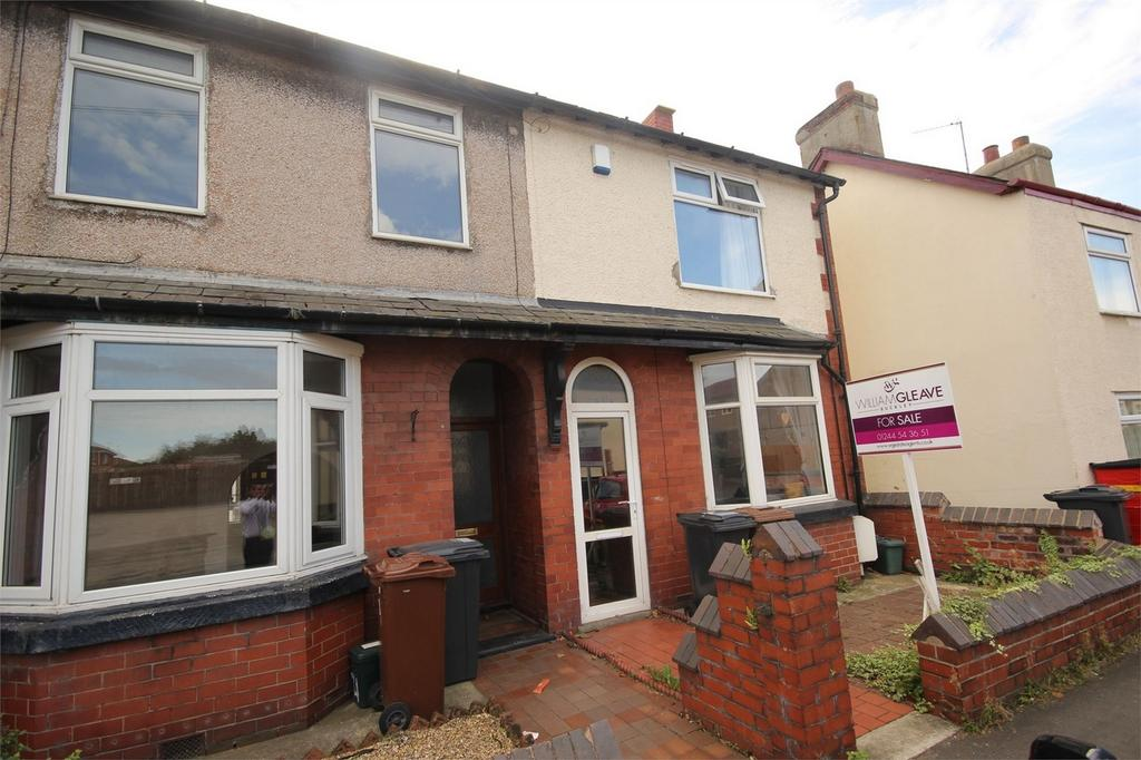 3 Bedrooms End Of Terrace House for sale in Chester Road, Buckley, Flintshire