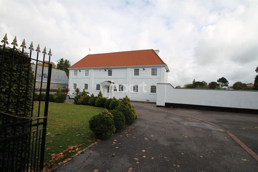 6 Bedrooms Detached House for sale in Stoughton Drive South, Leicester