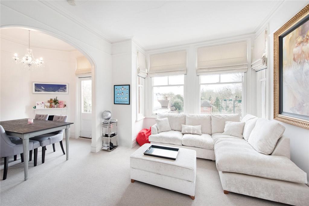 2 Bedrooms Flat for sale in Bishops Mansions, Bishops Park Road, London, SW6