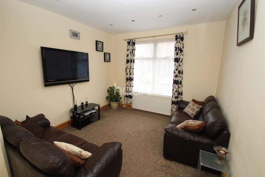 4 Bedrooms End Of Terrace House for sale in Wood Hill, Leicester