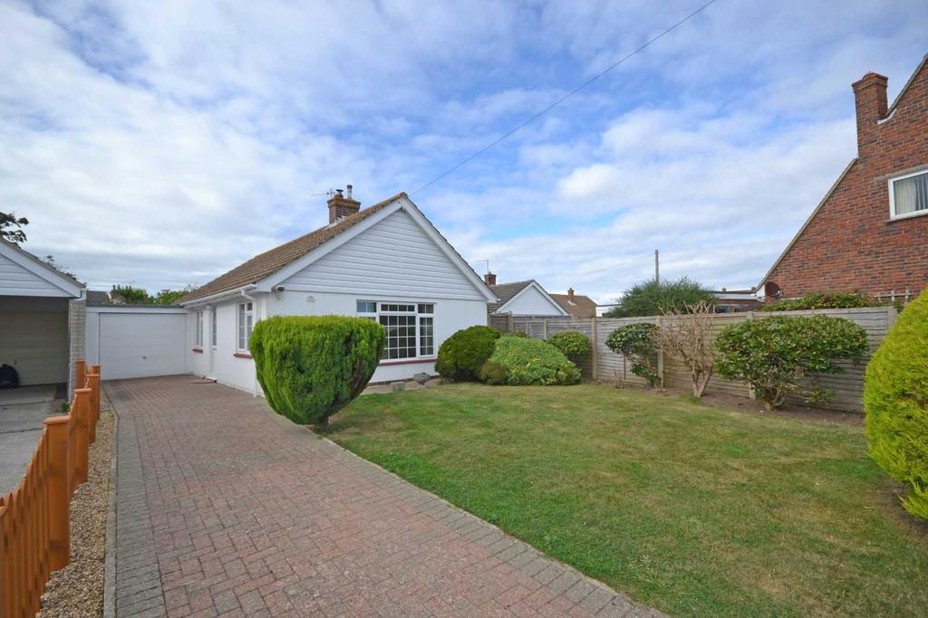 2 Bedrooms Detached Bungalow for sale in Meadowland, Selsey, PO20