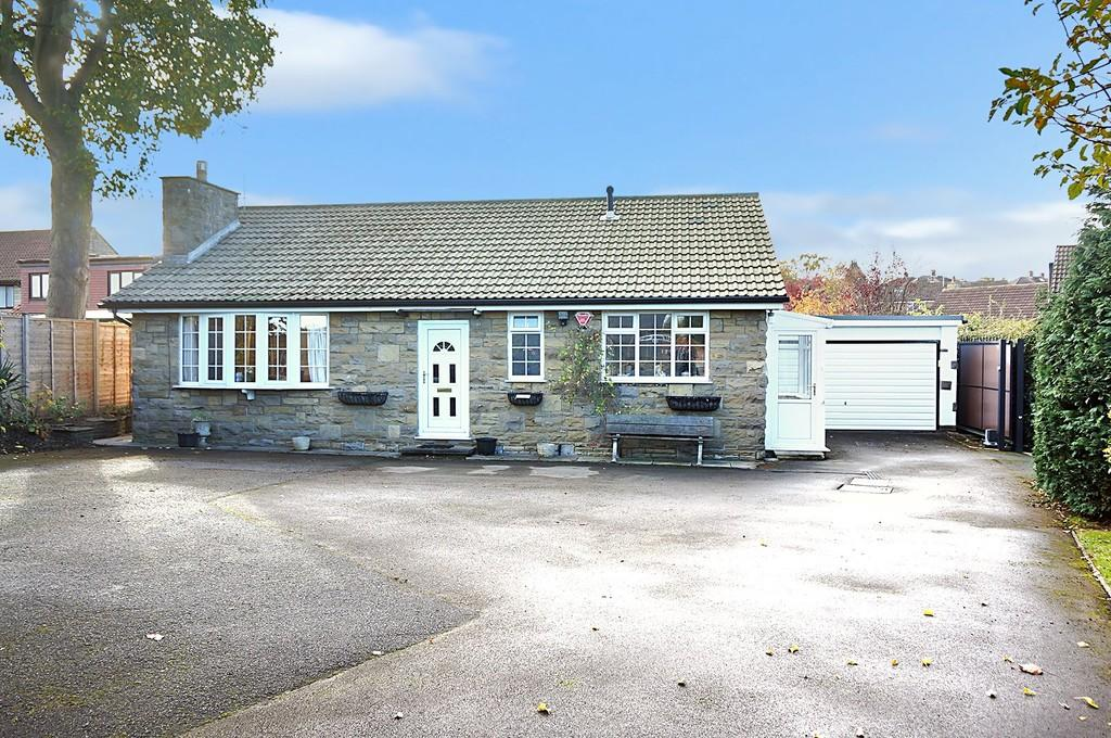 3 Bedrooms Detached Bungalow for sale in Deighton Road, Wetherby, LS22 7TL