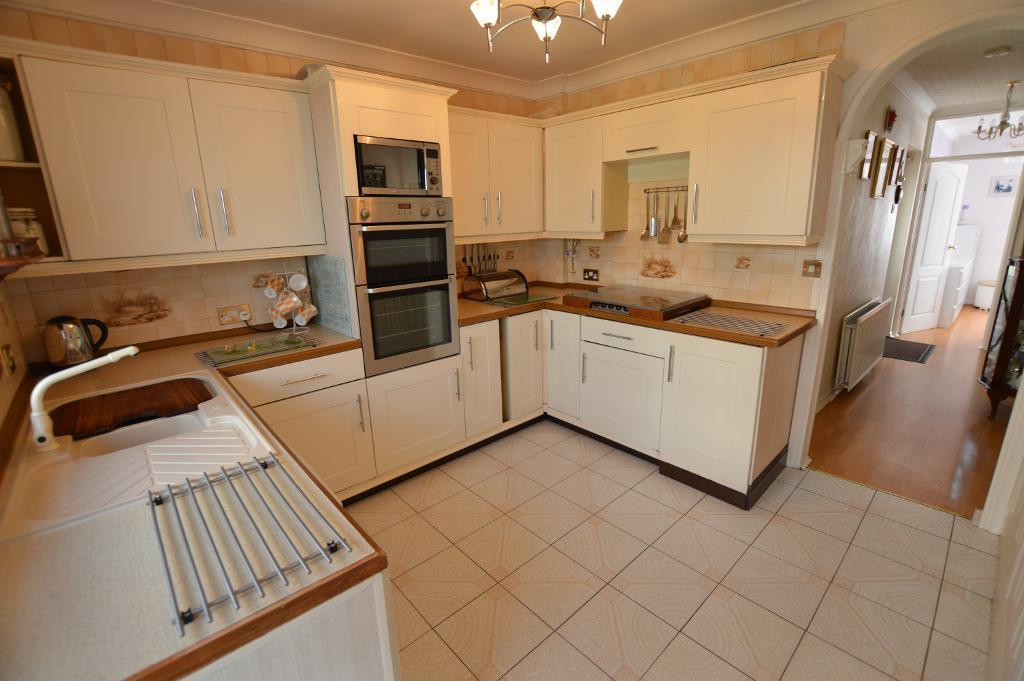 2 Bedrooms Bungalow for sale in Hillary Crescent, South Luton, Luton, LU1 5JH