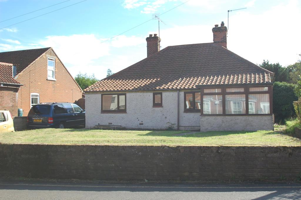 3 Bedrooms Detached Bungalow for sale in Hall Lane, North Walsham