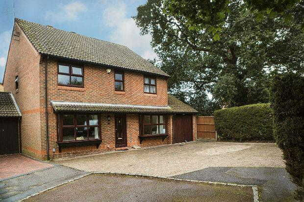 5 Bedrooms Link Detached House for sale in Mint Close, Earley, Reading,