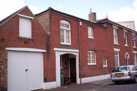 2 bedroom semi-detached house to rent - Playfair Road, Southsea, PO5 1EQ