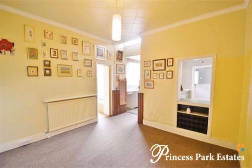 3 Bedrooms Terraced House for sale in Parkhurst road,London, N11