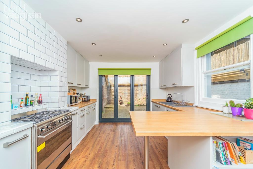 3 Bedrooms Detached House for sale in Sheridan Terrace, Hove, BN3