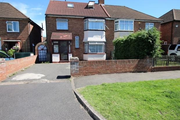 4 Bedrooms Semi Detached House for sale in Bexhill Close, FELTHAM, TW13