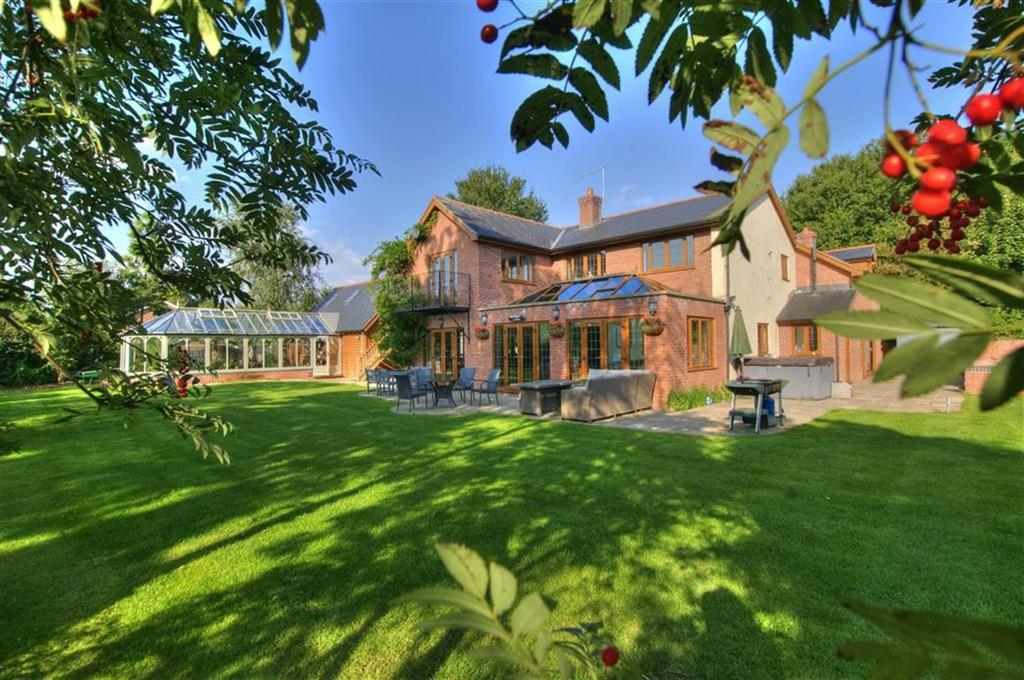 6 Bedrooms Detached House for sale in Winterdene, Millfields, Milford Road, Newtown, Powys, SY16