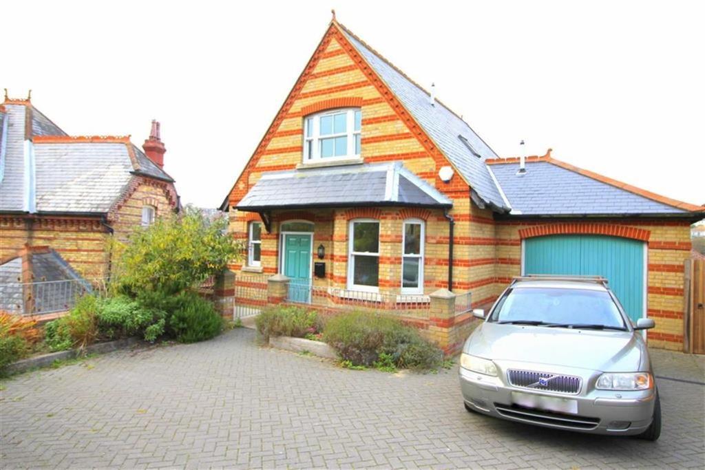 5 Bedrooms Detached House for sale in Barley Lane, Hastings