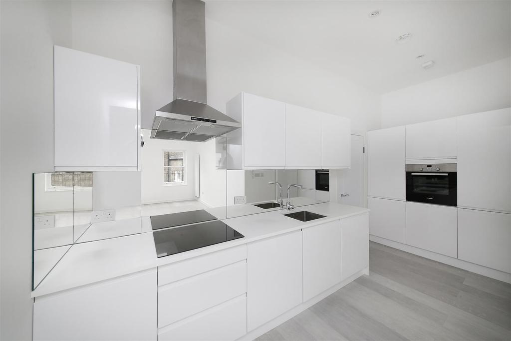 1 Bedroom Ground Flat for sale in Denbigh Street, London, SW1V