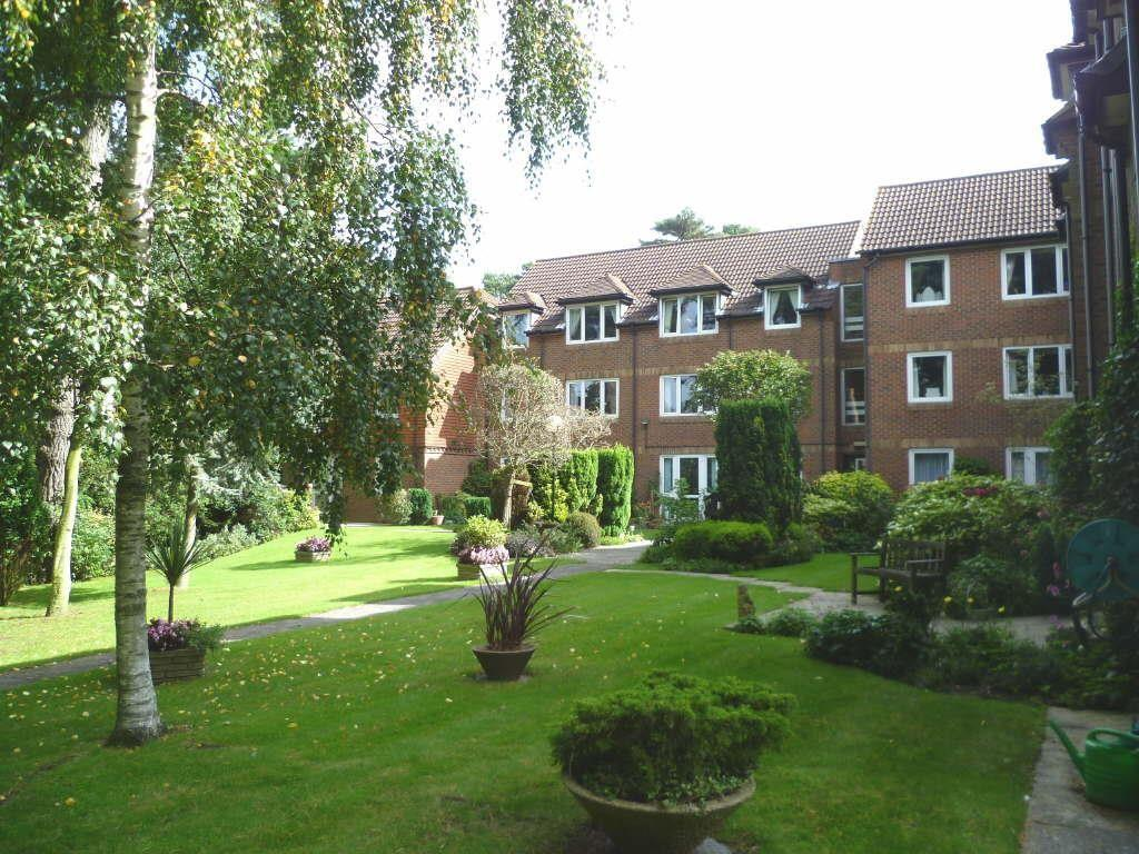 2 Bedrooms Retirement Property for sale in 18 Queens Park West Drive, Bournemouth, Dorset, BH8