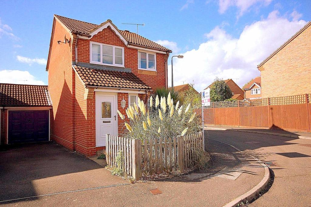 3 Bedrooms Detached House for sale in Boxfield Green, Stevenage