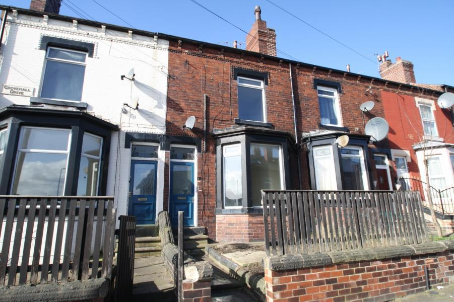 3 Bedrooms Apartment Flat for sale in GROVEHALL DRIVE, LEEDS, LS11 7LL