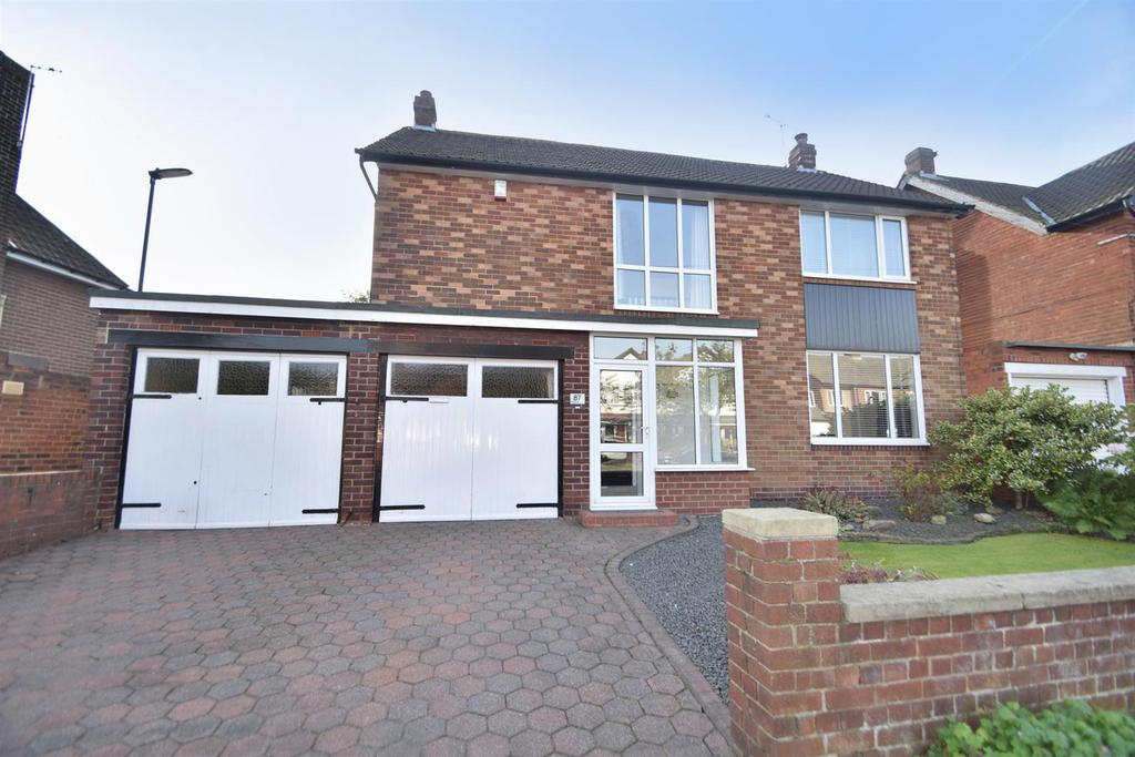 4 Bedrooms Detached House for sale in Monkseaton Drive, Whitley Bay