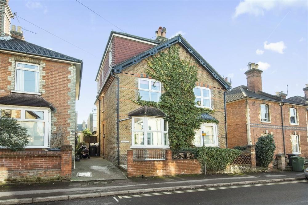 4 Bedrooms Semi Detached House for sale in Dapdune Road, Guildford, Surrey
