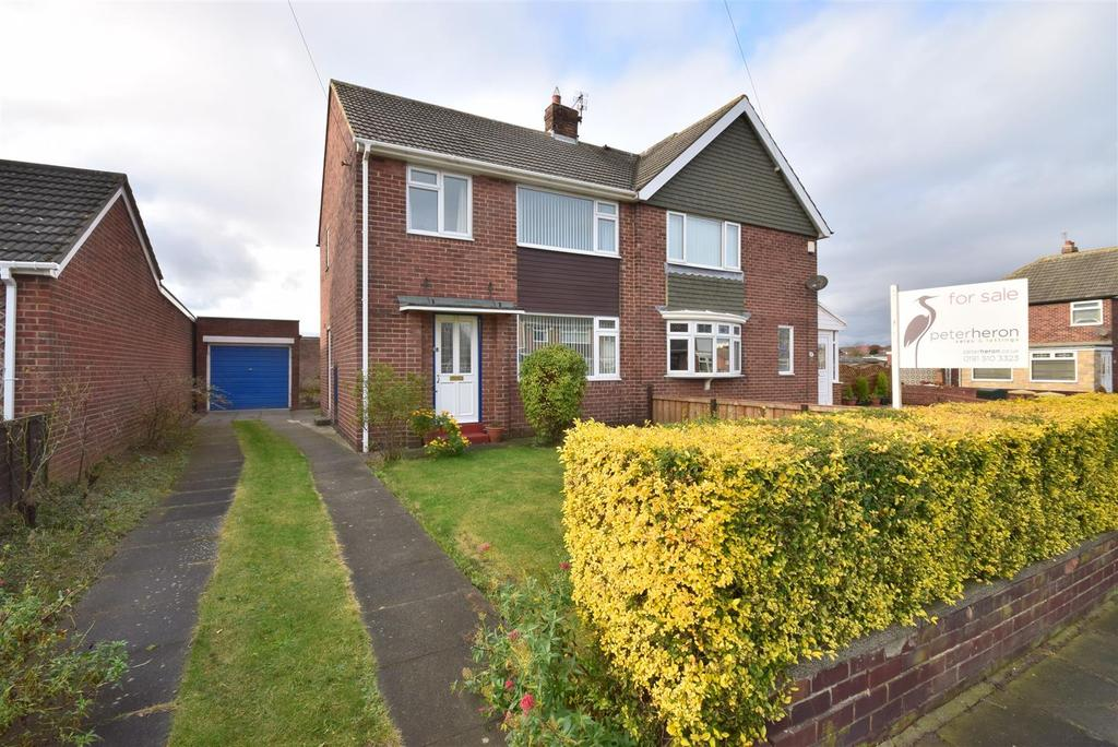 3 Bedrooms Semi Detached House for sale in Warwick Drive