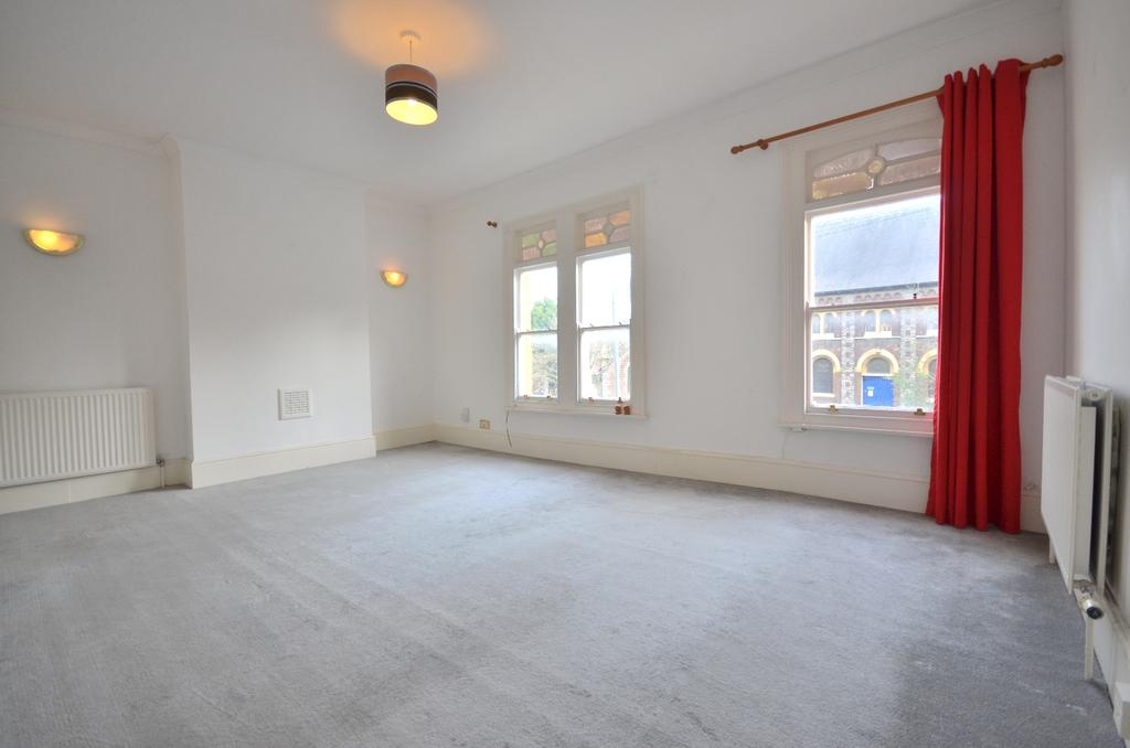 1 Bedroom Flat for sale in Woodland Terrace London SE7