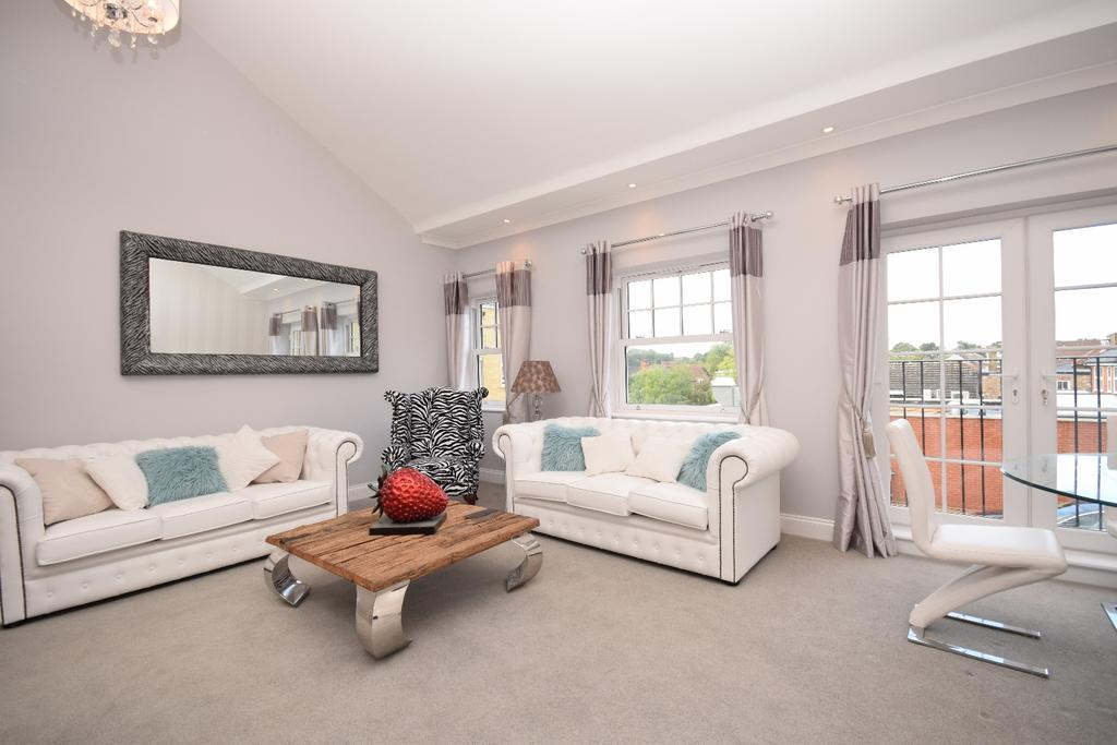 2 Bedrooms Maisonette Flat for sale in Viscount Mews Chislehurst BR7