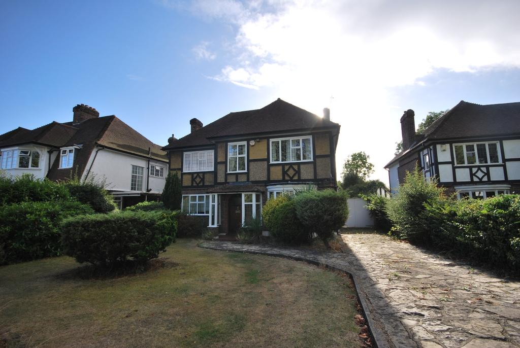 4 Bedrooms Detached House for sale in Bromley Common Bromley Bromley BR2