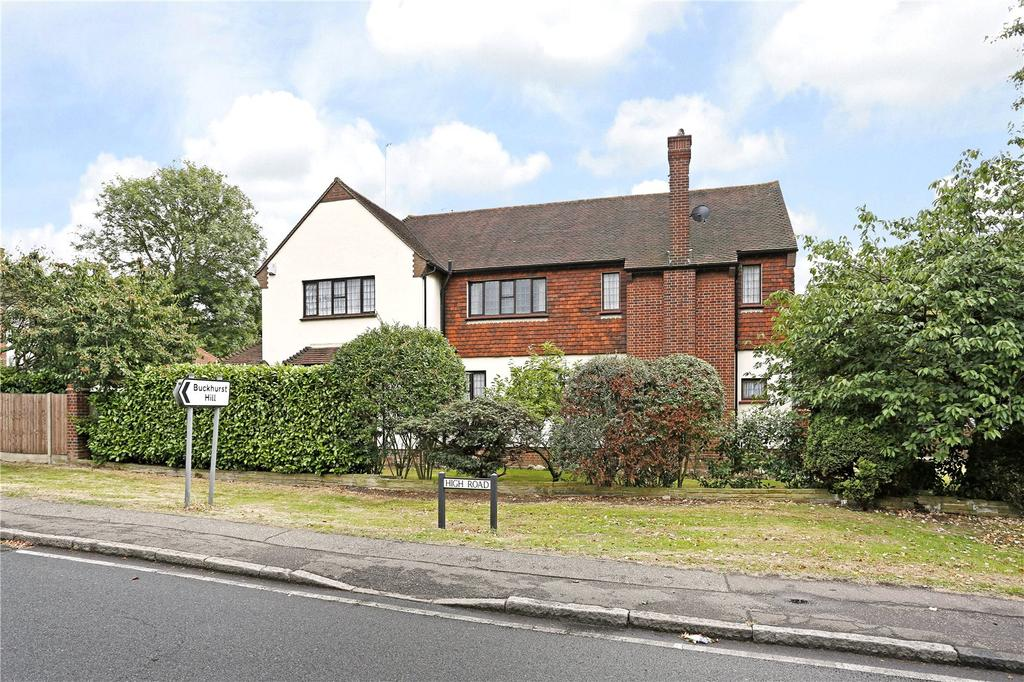 5 Bedrooms Detached House for sale in Courtland Drive, Chigwell, Essex, IG7