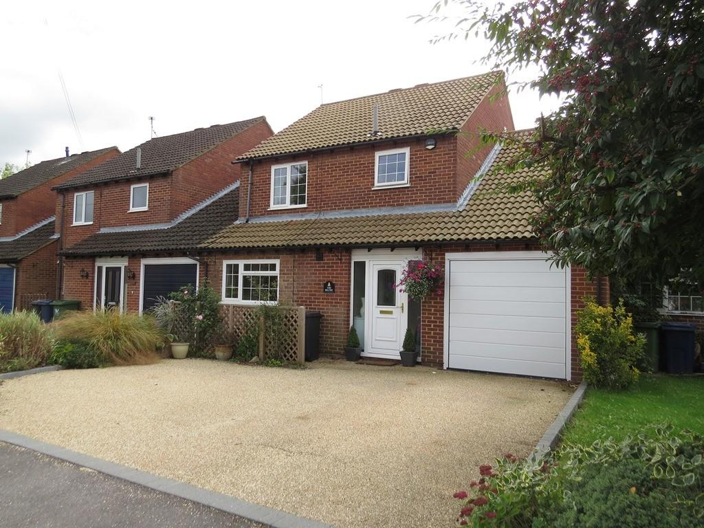 4 Bedrooms Detached House for sale in Stapleton Close, Marlow
