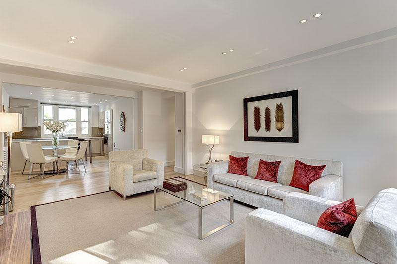 2 Bedrooms Flat for sale in Lowndes Square, London. SW1X