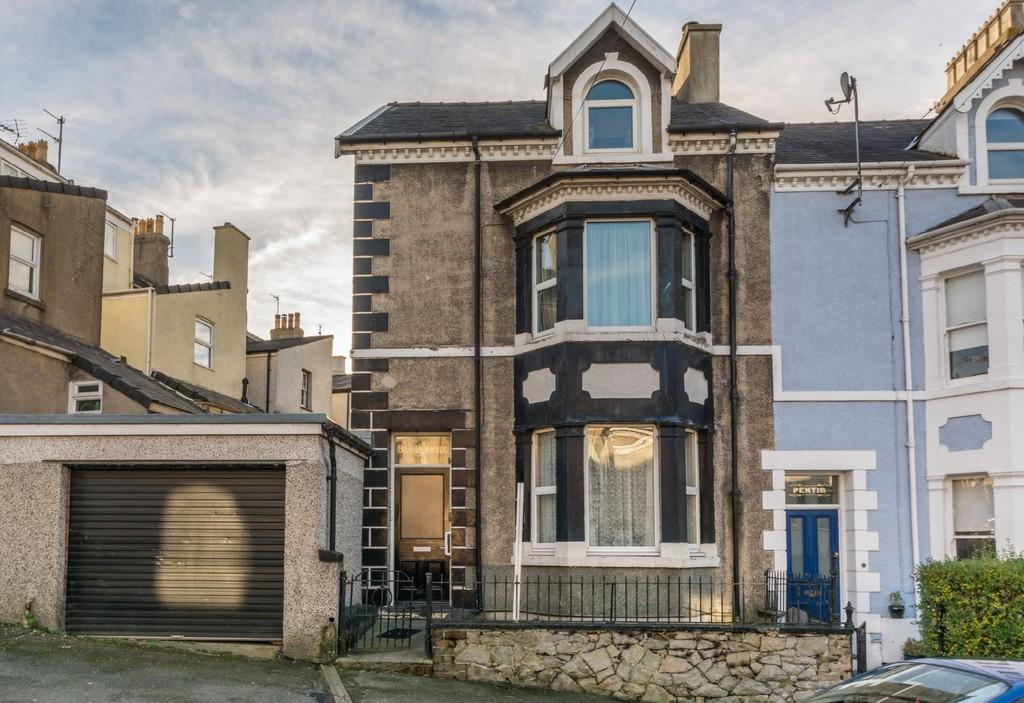 5 Bedrooms End Of Terrace House for sale in Ffordd Fictoria, Caernarfon, North Wales