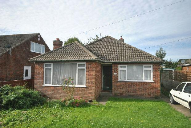 3 Bedrooms Detached Bungalow for sale in Lavenham Road, GRIMSBY