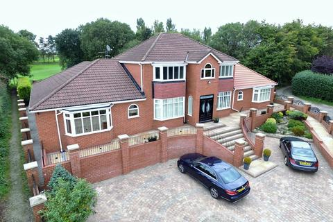 5 bedroom detached house for sale - The Fairways, 199 High Barn Road, Royton