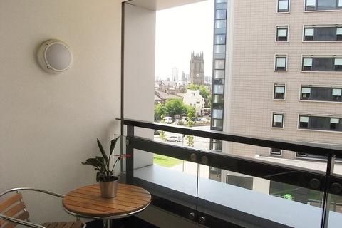 2 bedroom flat to rent - The Gateway East, East Street