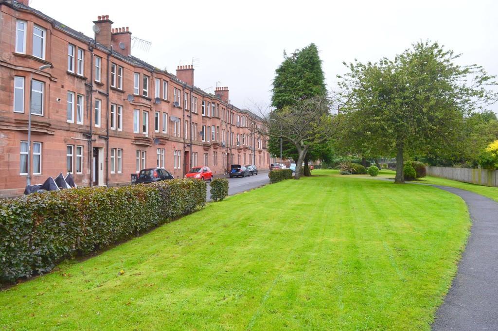 2 Bedrooms Ground Flat for sale in Gavinburn Street, Old Kilpatrick G60 5JN