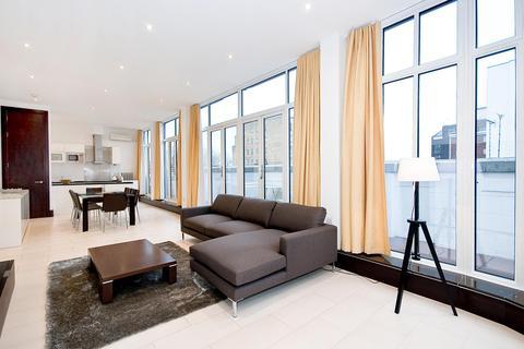 2 bedroom flat to rent - Carthusian Street, EC1M