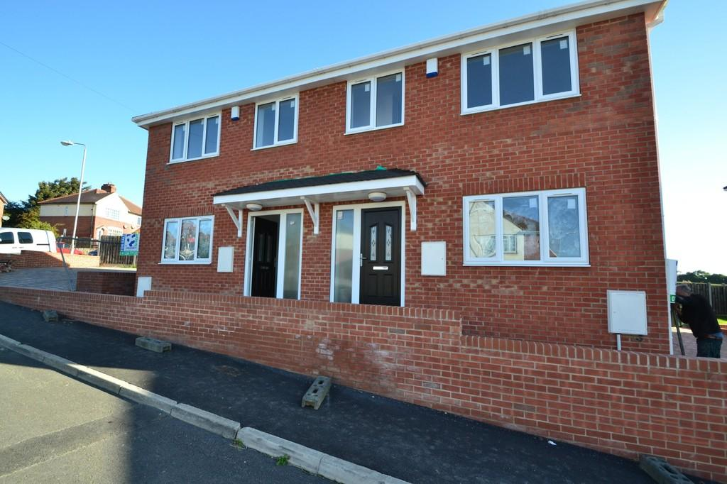 3 Bedrooms Semi Detached House for sale in Priory Estate, South Elmsall