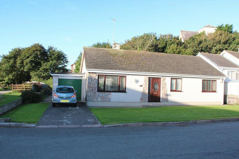 3 Bedrooms Detached House for sale in Garreglwyd Park, Holyhead