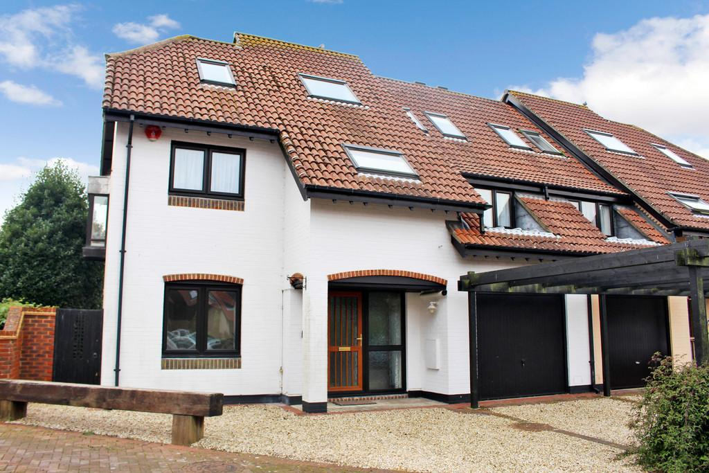 5 Bedrooms Semi Detached House for sale in White Heather Court, Hythe Marina Village