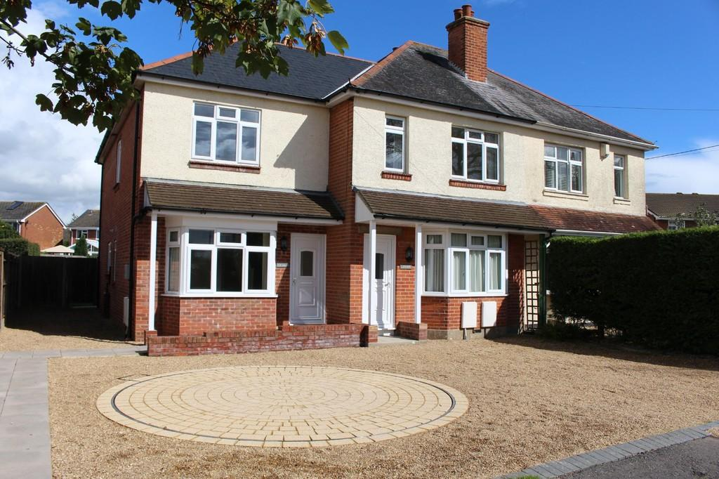 3 Bedrooms End Of Terrace House for sale in Lepe Road, Langley, Blackfield