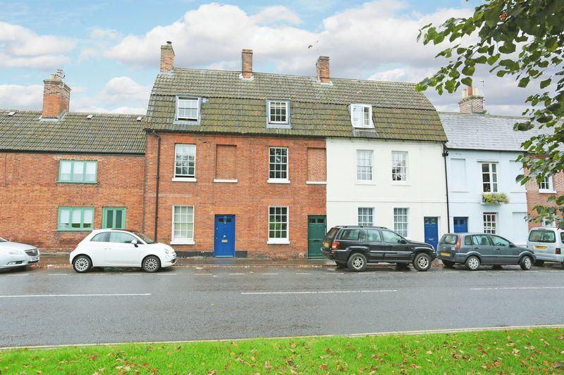 3 Bedrooms Terraced House for sale in Devizes, Wiltshire, SN10 1LX