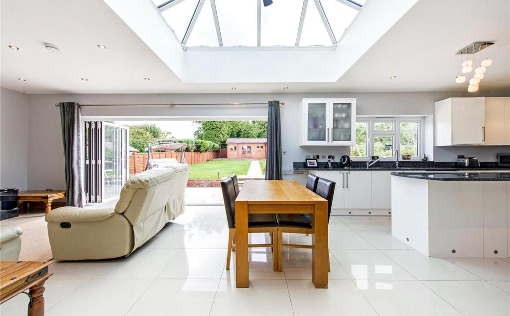 5 Bedrooms Detached Bungalow for sale in Amersham Road, Little Chalfont, Buckinghamshire, HP6