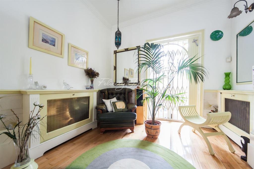 4 Bedrooms Terraced House for sale in Cadogan Terrace, Hackney, E9