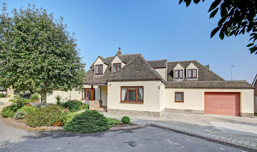 5 Bedrooms Detached House for sale in Giles Avenue, Cricklade, Swindon, SN6