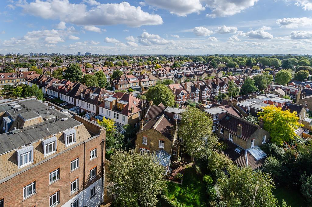 2 Bedrooms Flat for sale in Devonhurst Place, Heathfield Terrace, London